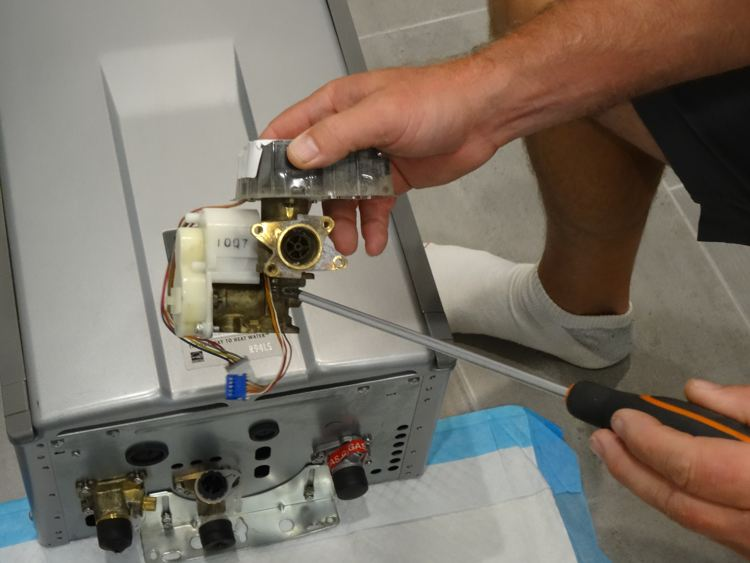 How to Troubleshoot Tankless Water Heater Error Codes