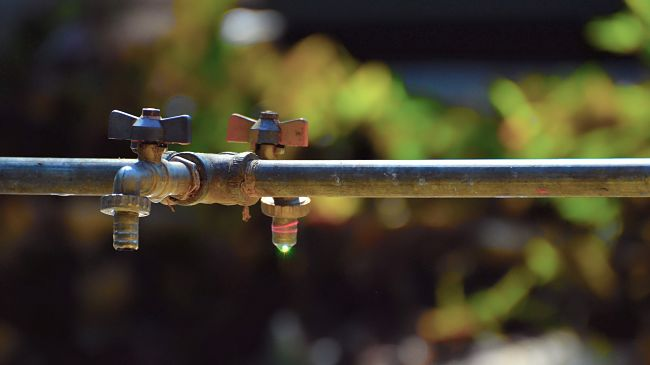 outdoors tap faucet water leakage